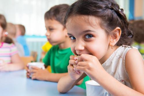 5 cosas que debes tener en cuenta al elegir snacks saludables para tus pequeños