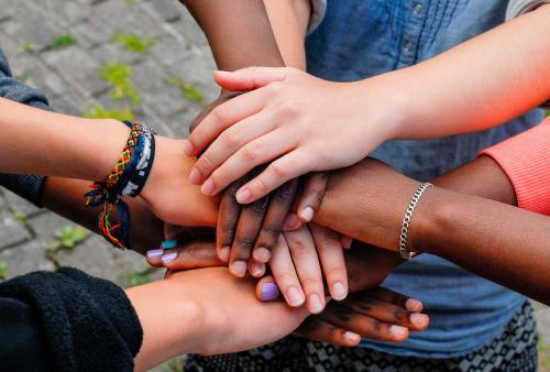 La importancia de ayudar: Cómo enseñar a nuestros hijos  a ser solidarios