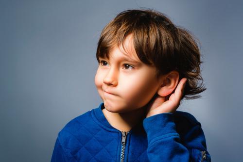 Aprende cómo detectar problemas de audición en los niños