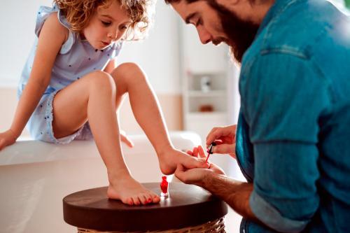 Cuando papá también es mamá: Crianza compartida, no como ayuda, sino como derecho de papá