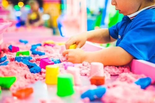 ¿Por qué es importante desarrollar las habilidades motoras finas durante la infancia?
