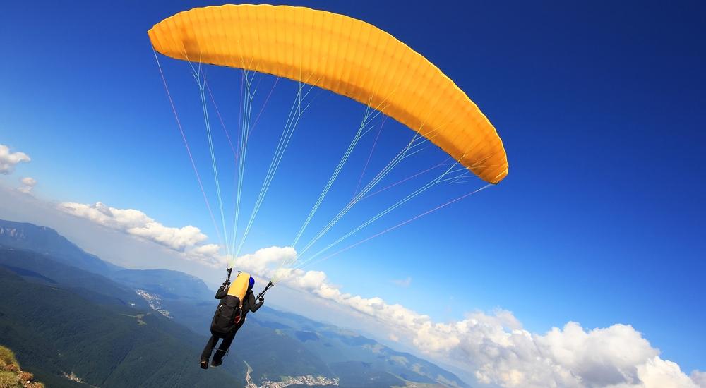 Cómo volar sin un avión: aventuras en parapente y globo aerostático