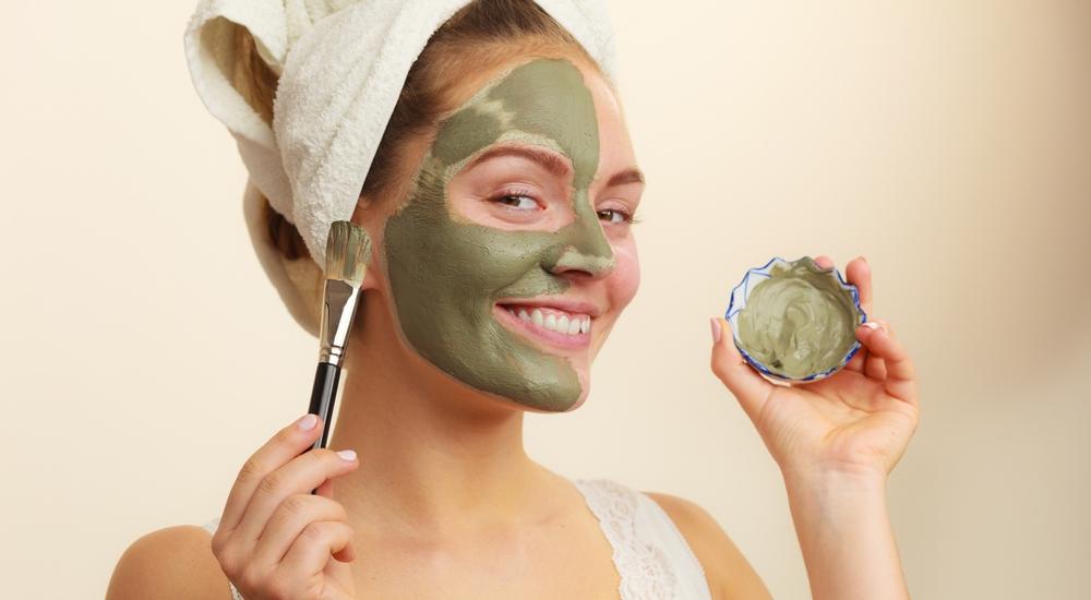 Cómo reemplazar productos cosméticos químicos con productos naturales