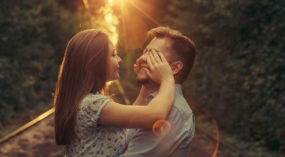 6 piropos increíblemente reales que decirle a tu pareja