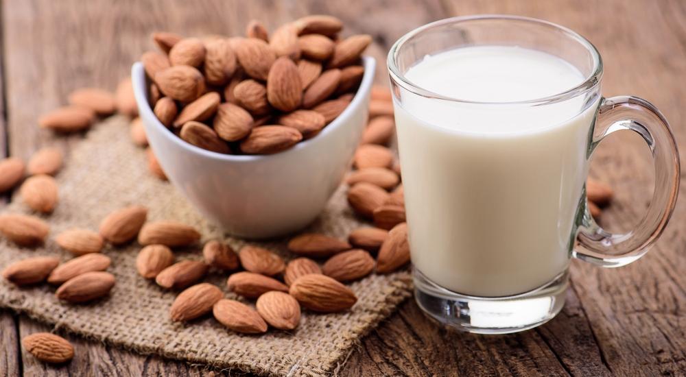 Despídete de los lácteos: mira lo que le aporta la leche vegetal a tu cuerpo