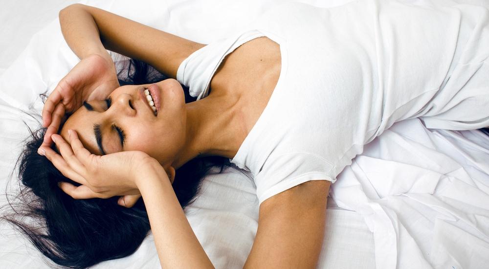 ¿Te despiertas cubierta en sudor? Podría no ser el calor