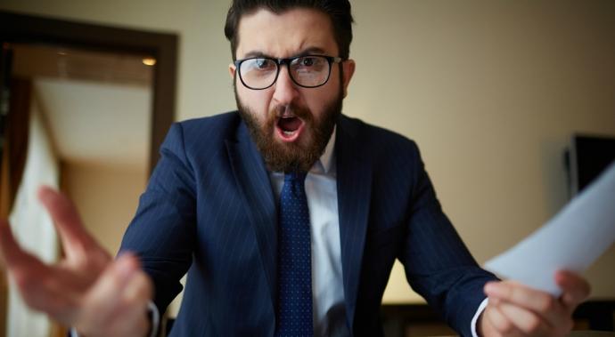 ¿Estás pensando en renunciar por tu mala relación con tu jefe?