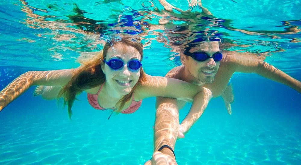 Nadar sin técnica te está causando daño: aprende a corregirlo