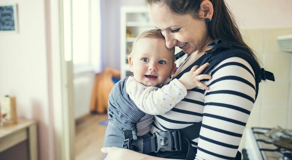 ¿Sabes qué es la crianza de apego y si podría ser lo correcto para ti y tu bebé?