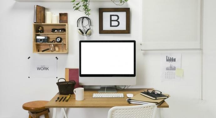 ¿Tu escritorio está entorpeciendo tu trabajo en casa? Libéralo de estas cosas