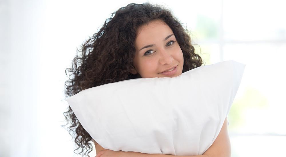 No tener una buena almohada está afectando a tus horas de sueño: aprende a escoger la que más te conviene