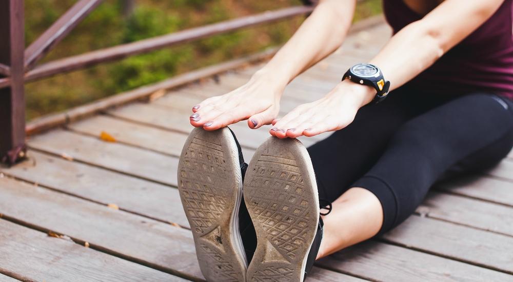 Aprende a estirar tus isquiotibiales con 3 simples y seguros ejercicios
