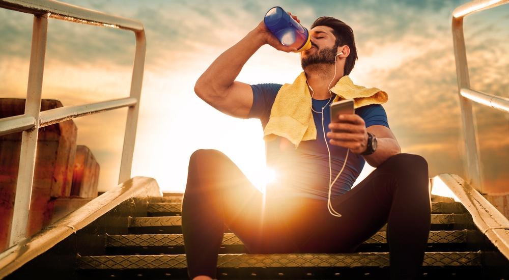 ¿8 vasos de agua al día es demasiado?