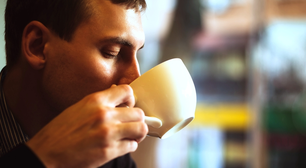 Tomar bebidas calientes podría causar cáncer (y te explicamos por qué)