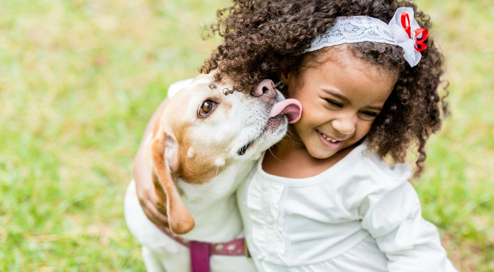 ¿Es cierto que las mascotas ayudan a los niños con autismo?