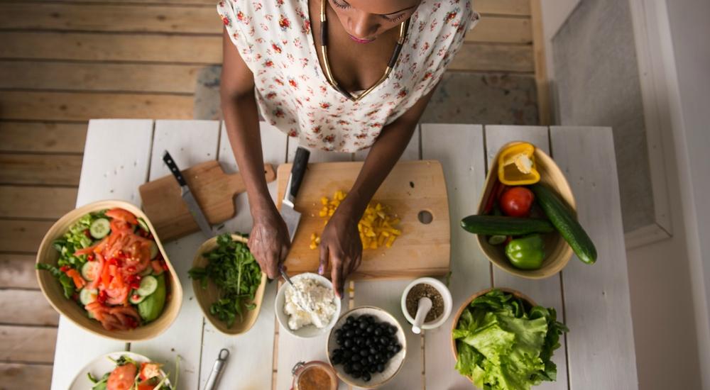 Aprende a comer de forma intuitiva y dile adiós a las dietas