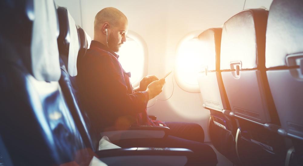 7 cosas que jamás debes hacer en un avión
