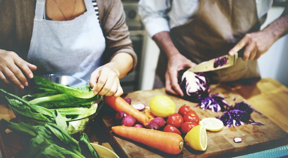 Para perder peso, comer sano es más importante que el ejercicio