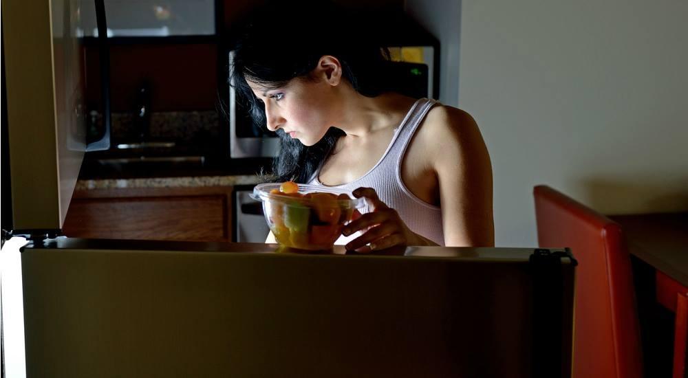 8 snacks saludables para comer de noche sin subir de peso
