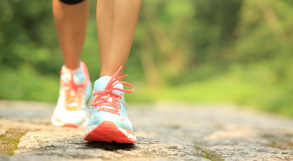¿Sales a caminar pero no bajas de peso? Te explicamos por qué