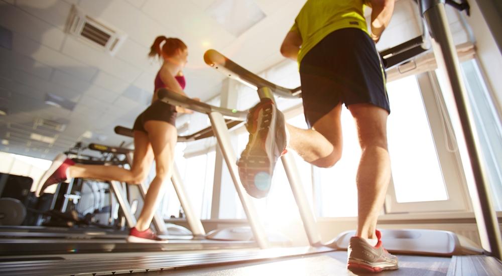 Algunos consejos para reconciliarte con la máquina caminadora en el gimnasio