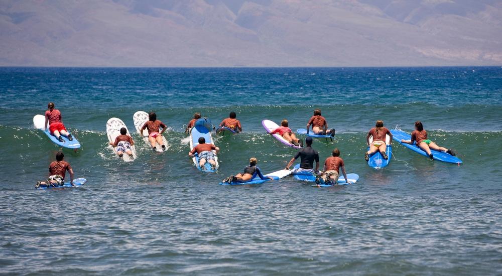 Este verano sí o sí: 3 lugares para aprender a surfear