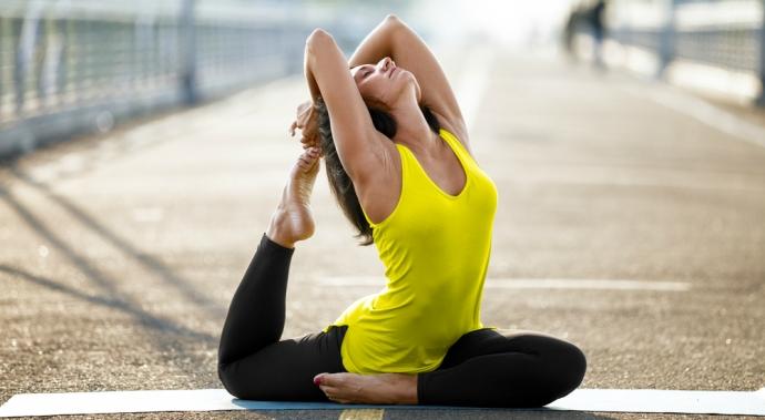 Poses de yoga para aumentar tu autoestima y revitalizar tu vida íntima
