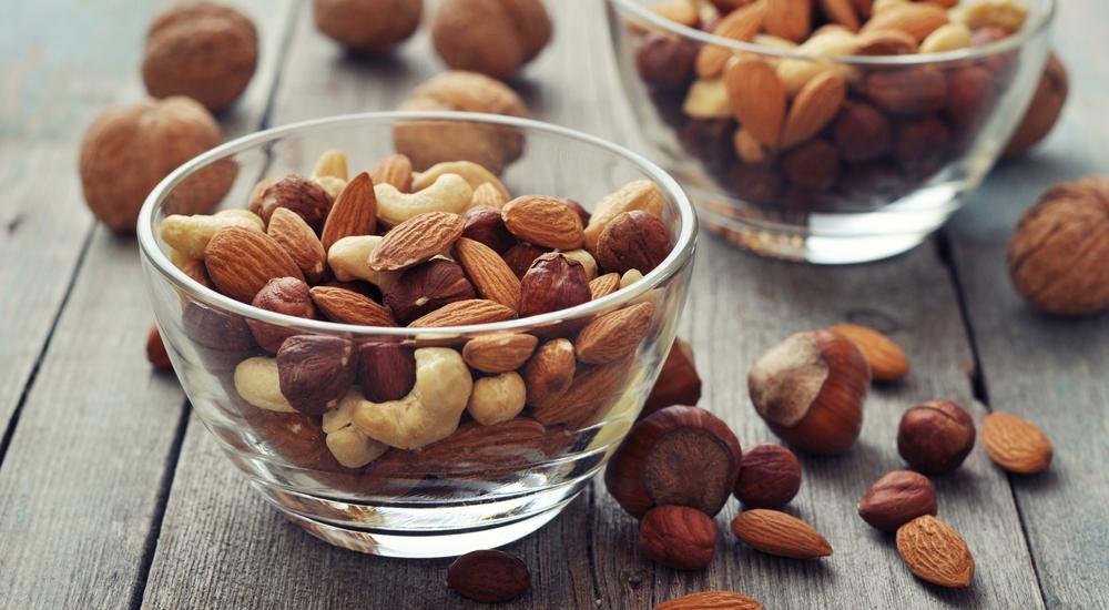 Cinco snacks ricos en proteína que puedes llevar a todas partes