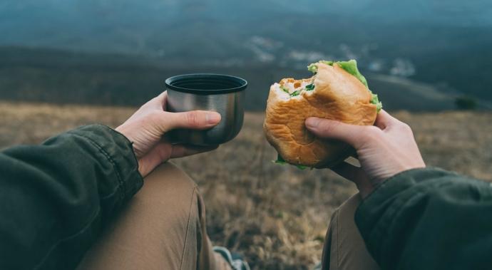 Cómo comer sano mientras viajas