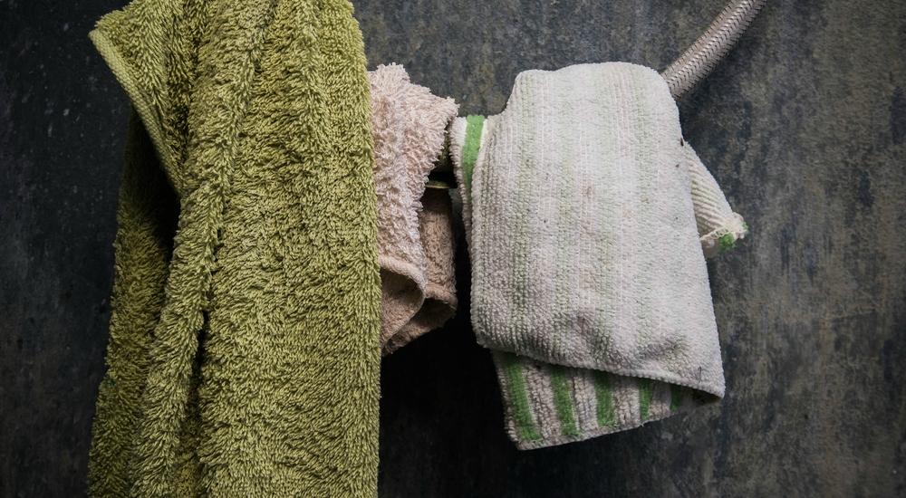 ¿Qué sucede si no lavas tus toallas con frecuencia?