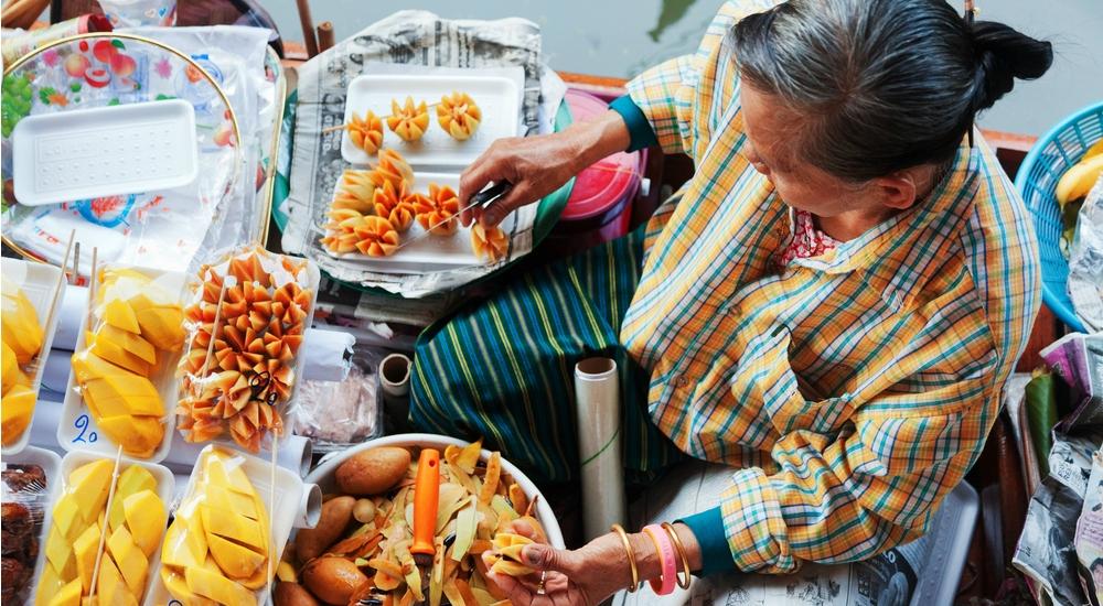 Tips para comer sano mientras viajas