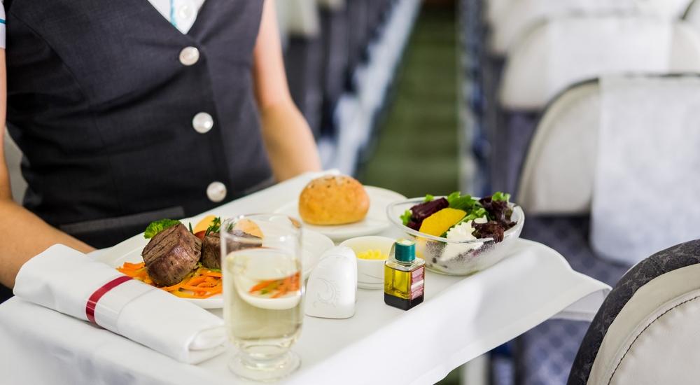 ¿Te cae mal la comida cuando viajas? Aprende a elegir bien