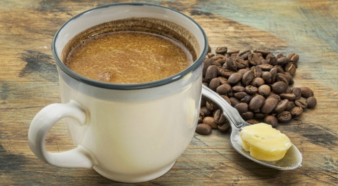 ¿Sabes por qué se ha puesto de moda tomar café con mantequilla?