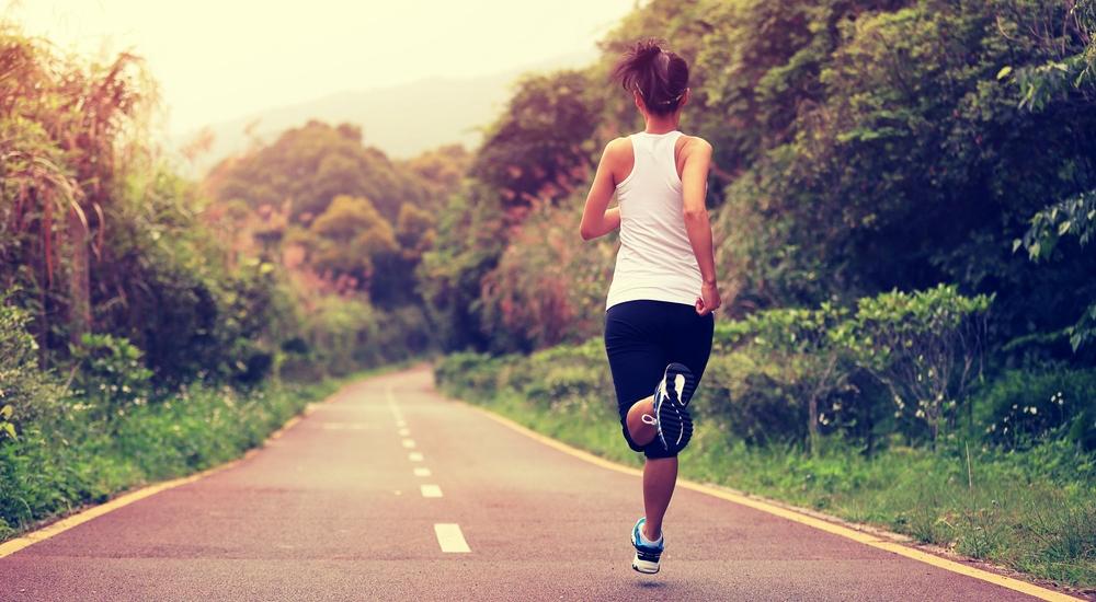 ¿Sales a correr, pero no bajas de peso? Te explicamos por qué