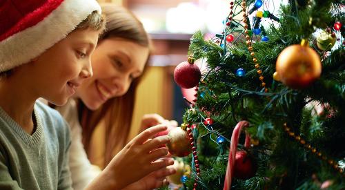 Tips para mantener el árbol de Navidad protegido de los niños